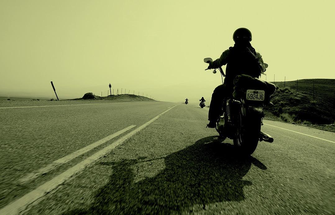 在路上,无论你是一个人还是两个人